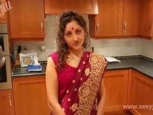 sexy hindi movie actress showing boobs