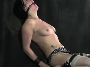 dy licking dom daughter pussy