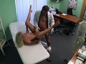 guy fingering vagina movie