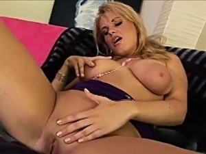 masturbating shemale video