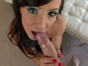lisa ann showing her pussy
