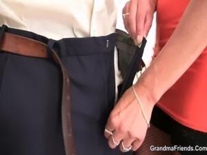 threesome bi sex thumbs