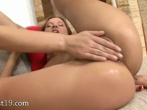 wet lesbian pussy fisted