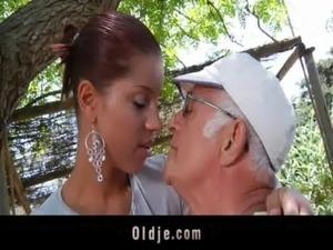 Girlfriend cum swallow