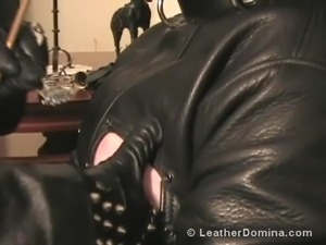 sexy ass leather girl