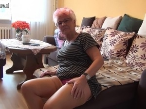 granny video amateur old saggy