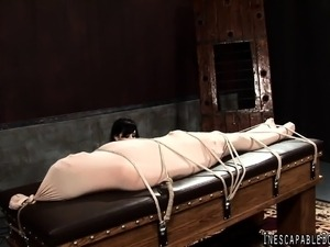 eating hot pussy while bound