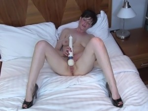 Amateur mother plays with hitachi magic wand