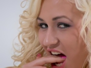 blonde babe pics