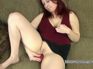 hot babe gets her pussy wet