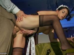 russkaya-gornichnaya-v-chulkah-porno-video