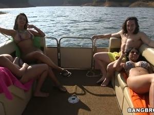 kara dioguardi and bikini girl