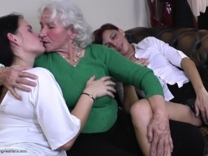 extreme mature lesbian