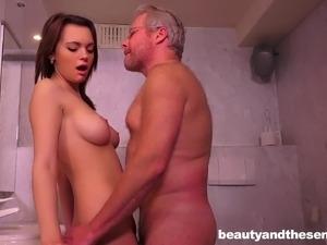 girls in bathroom videos