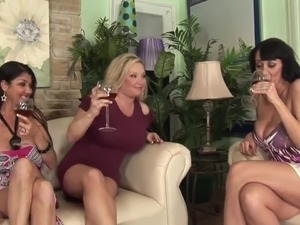 mom passed out drunk girlfriend threesome