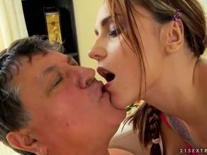 hot girls flashing their pussies