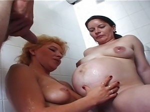 girls pissing party