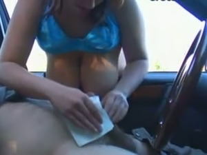 black girls gives head in car