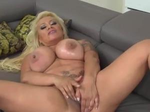 sexy ass mom