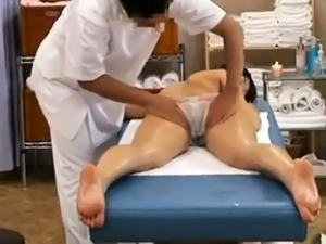 naked girl errotic oil massage